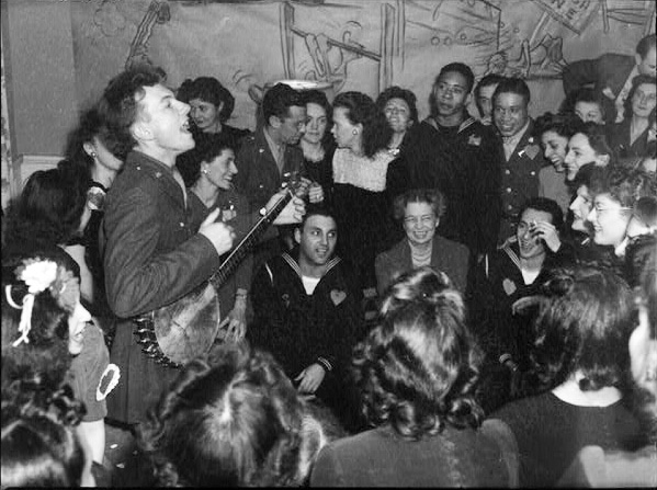 Pete Seeger, Community Singing, Sing Along